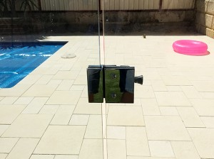 Gr8Glass_Pool_Fencing_Perth_Gate_Hinge_12